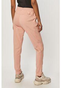 Różowe spodnie dresowe columbia gładkie