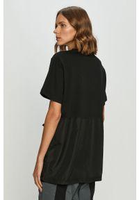Czarna bluzka Ellesse z nadrukiem, z okrągłym kołnierzem