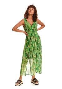 TOP SECRET - Długa sukienka w roślinny wzór. Kolor: zielony. Typ sukienki: koszulowe. Długość: maxi