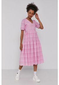 Y.A.S - Sukienka. Kolor: różowy. Długość rękawa: krótki rękaw. Typ sukienki: rozkloszowane