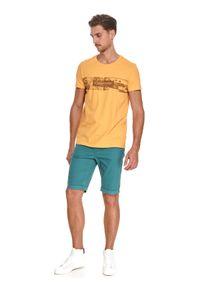 TOP SECRET - T-shirt z nadrukiem. Kolor: beżowy. Materiał: bawełna, tkanina. Długość rękawa: krótki rękaw. Długość: krótkie. Wzór: nadruk. Sezon: lato