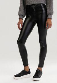 Czarne spodnie skinny Born2be