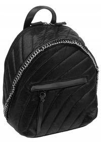 DAVID JONES - Pikowany plecaczek damski czarny David Jones 5834-3 BLACK. Kolor: czarny. Materiał: skóra ekologiczna. Wzór: aplikacja