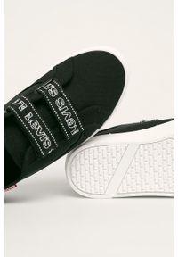 Levi's® - Levi's - Tenisówki. Okazja: na spotkanie biznesowe. Nosek buta: okrągły. Zapięcie: rzepy. Kolor: czarny. Materiał: guma. Obcas: na platformie. Styl: biznesowy