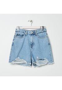 Sinsay - Szorty jeansowe z przetarciami - Niebieski. Kolor: niebieski. Materiał: jeans