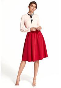e-margeritka - Spódnica rozkloszowana do kolan czerwona - 40. Okazja: do pracy, na imprezę. Stan: podwyższony. Kolor: czerwony. Materiał: elastan, wiskoza, poliester, materiał. Długość: do kolan. Sezon: wiosna. Styl: elegancki