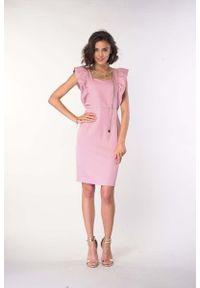 Różowa sukienka wizytowa Nommo z falbankami