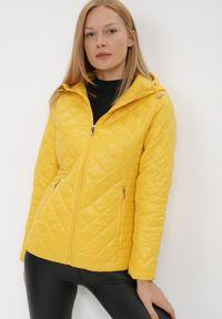 Born2be - Żółta Kurtka Kephis. Okazja: na co dzień. Kolor: żółty. Materiał: tkanina. Długość: krótkie. Wzór: aplikacja. Styl: casual