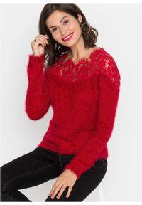 Czerwony sweter bonprix w koronkowe wzory, z kołnierzem typu carmen