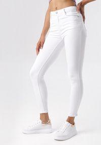 Białe spodnie skinny Born2be