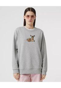 Burberry - BURBERRY - Szara bluza oversize z aplikacją. Kolor: szary. Materiał: prążkowany, dresówka, bawełna. Długość rękawa: długi rękaw. Długość: długie. Wzór: aplikacja