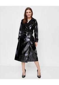 SELF PORTRAIT - Czarny płaszcz ze skóry lakierowanej. Kolor: czarny. Materiał: skóra, lakier