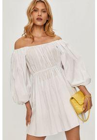 Biała sukienka Patrizia Pepe mini, z dekoltem karo, rozkloszowana