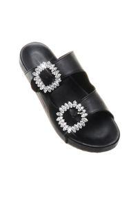 MYSTIQUE SHOES - Czarne klapki Medford. Kolor: czarny. Materiał: guma. Wzór: paski, aplikacja