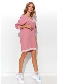 Różowa sukienka Makadamia sportowa, sportowa