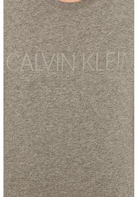 Szary t-shirt Calvin Klein z okrągłym kołnierzem, casualowy, na co dzień, z nadrukiem