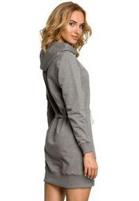 MOE - Sportowa sukienka bluza z kapturem i kieszenią typu kangurek. Typ kołnierza: kaptur. Materiał: bawełna, lycra, materiał. Długość rękawa: długi rękaw. Typ sukienki: sportowe. Styl: sportowy