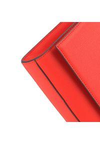 Wittchen - Damska skórzana listonoszka na cienkim łańcuszku. Kolor: czerwony. Wzór: aplikacja. Materiał: skórzane. Styl: casual. Rodzaj torebki: do ręki