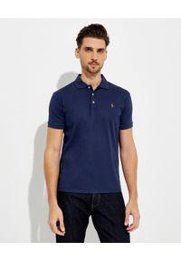 Ralph Lauren - RALPH LAUREN - Granatowa koszulka z misiem Custom Slim Fit. Typ kołnierza: polo. Kolor: niebieski. Materiał: bawełna, prążkowany. Wzór: haft
