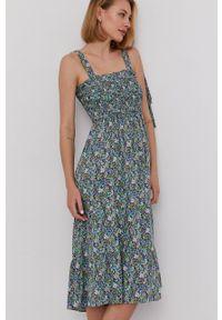 Answear Lab - Sukienka. Kolor: turkusowy. Materiał: tkanina. Długość rękawa: na ramiączkach. Typ sukienki: rozkloszowane. Styl: wakacyjny
