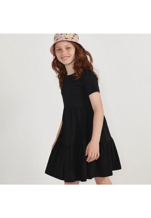 Reserved - Sukienka z marszczeniami - Czarny. Kolor: czarny