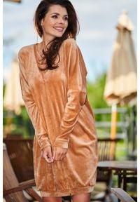 Beżowa sukienka Awama z dekoltem w serek #1