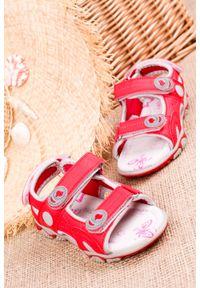 Czerwone sandały Casu na rzepy