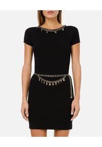 Elisabetta Franchi - ELISABETTA FRANCHI - Czarna sukienka z łańcuszkami. Okazja: na imprezę. Kolor: czarny. Materiał: wiskoza. Wzór: aplikacja. Typ sukienki: dopasowane. Styl: glamour. Długość: mini
