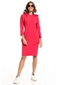 Tessita - Czerwona Dzianinowa Sukienka z Kapturem. Typ kołnierza: kaptur. Kolor: czerwony. Materiał: dzianina