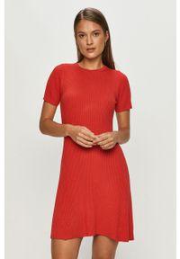 Czerwona sukienka TALLY WEIJL z okrągłym kołnierzem, prosta, mini