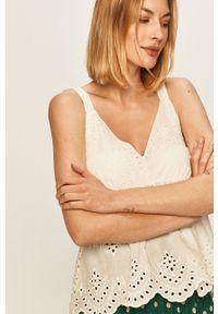 Biała bluzka ANSWEAR wakacyjna, na ramiączkach, w koronkowe wzory, na co dzień
