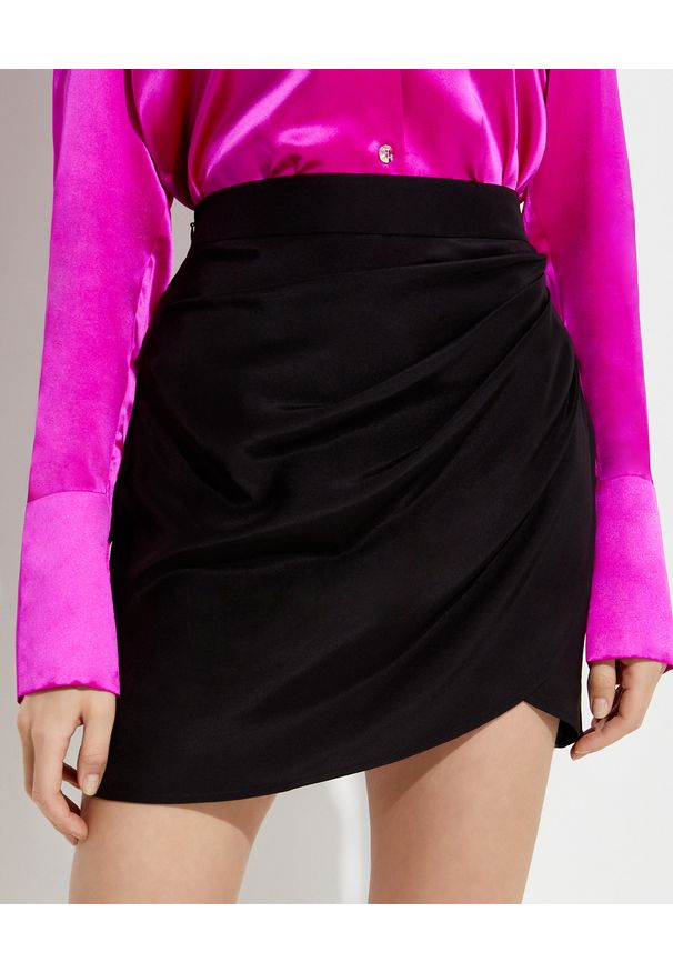 GAUGE81 - Czarna spódnica Nagato. Kolor: czarny. Materiał: jedwab. Styl: wizytowy