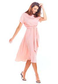 Awama - Pudrowa Rozkloszowana Midi Sukienka z Krótkim Kimonowym Rękawem. Materiał: wiskoza, elastan. Długość: midi