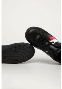 Czarne buty sportowe TOMMY HILFIGER z okrągłym noskiem, na sznurówki, z cholewką
