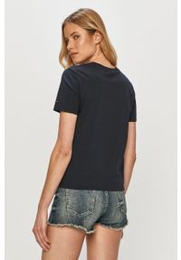 TOMMY HILFIGER - Tommy Hilfiger - T-shirt. Okazja: na co dzień. Kolor: niebieski. Materiał: dzianina. Wzór: aplikacja. Styl: casual