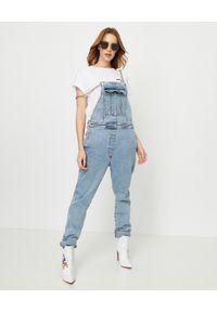 Balmain - BALMAIN - Jeansowe ogrodniczki. Kolor: niebieski. Styl: elegancki