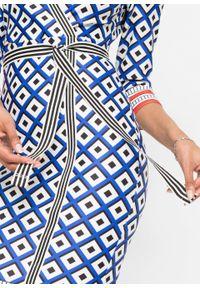 Sukienka ołówkowa bonprix niebiesko-biało-czerwony w graficzny wzór. Kolor: niebieski. Typ sukienki: ołówkowe. Styl: elegancki