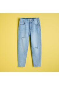 Reserved - Bawełniane jeansy z przetarciami - Niebieski. Kolor: niebieski. Materiał: jeans, bawełna