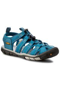 Niebieskie sandały keen na wiosnę, na spacer