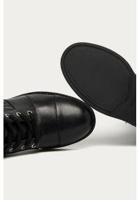 Czarne botki Guess Jeans z okrągłym noskiem, z cholewką, na zamek