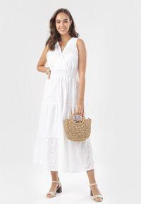 Born2be - Biała Sukienka Nonarila. Typ kołnierza: dekolt gorset. Kolor: biały. Materiał: tkanina. Długość rękawa: na ramiączkach. Wzór: haft, aplikacja. Typ sukienki: kopertowe, gorsetowe. Długość: midi