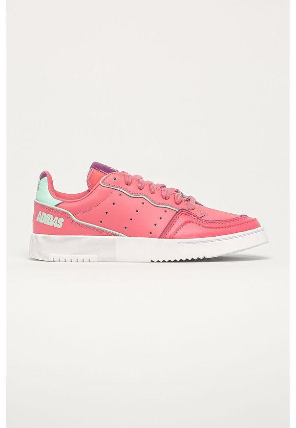 Różowe buty sportowe adidas Originals na sznurówki, na obcasie, z cholewką