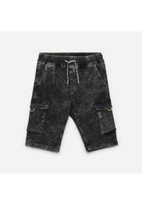 Cropp - Jeansowe szorty jogger - Szary. Kolor: szary. Materiał: jeans #1