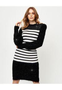 Balmain - BALMAIN - Sukienka w pasy. Typ kołnierza: golf. Kolor: czarny. Materiał: materiał. Długość rękawa: długi rękaw. Typ sukienki: dopasowane. Styl: klasyczny, elegancki