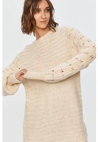 Kremowy sweter Answear Lab z długim rękawem, wakacyjny, z okrągłym kołnierzem, długi