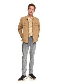 TOP SECRET - T-shirt z nadrukowanym wzorem. Okazja: do pracy. Kolor: beżowy. Materiał: bawełna, tkanina. Długość rękawa: krótki rękaw. Długość: krótkie. Sezon: jesień #4