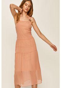 Różowa sukienka ANSWEAR wakacyjna, midi, na ramiączkach