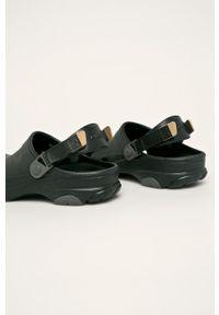 Crocs - Klapki. Kolor: czarny. Materiał: materiał, guma. Wzór: gładki