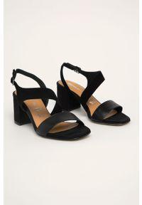 Czarne sandały Tamaris na klamry