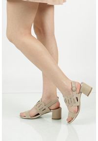 Beżowe sandały Tamaris na lato, w kolorowe wzory, na co dzień
